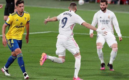 0-3: La 'masterclass' de Benzema resuelve todo al descanso
