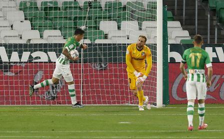 """Pellegrini descarta a Tello: """"Tuvo un golpe importante y es baja""""."""