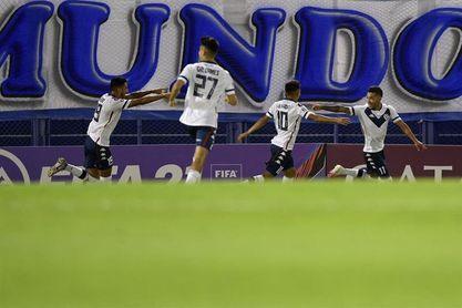 Vélez saca pasaporte a cuartos de final, Boca gana y River sufre un traspié
