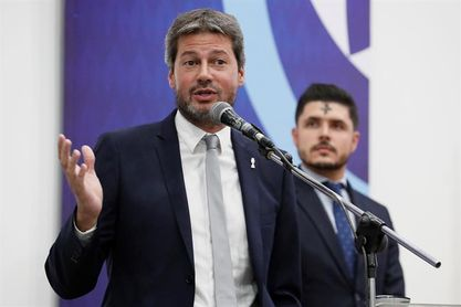 Ministro argentino no cree que deba detenerse el fútbol por el aumento de casos