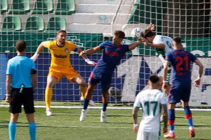 0-1. Llorente y un poste protegen el liderato del Atlético
