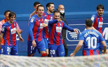 3-0. Kike García agarra al Eibar a Primera con un triplete