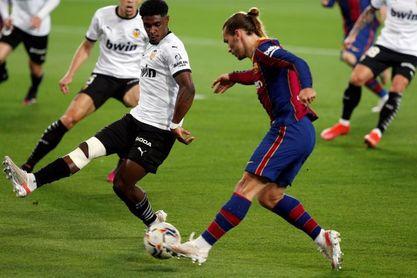 2-3. El Barcelona remonta y mantiene el pulso a la Liga