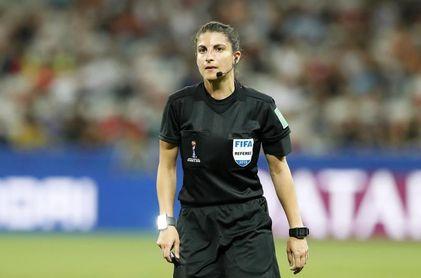 La alemana Hussein dirigirá la final Chelsea-Barcelona