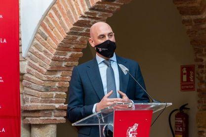 Rubiales defiende el nivel de los árbitros españoles y las reglas del VAR