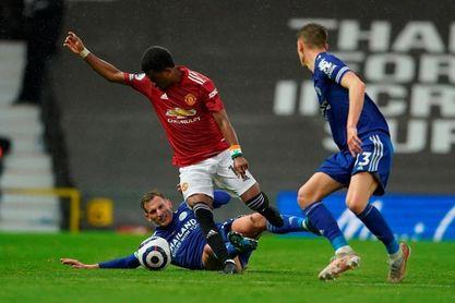 1-2. El Leicester pone fin a la resistencia del United y hace campeón al City