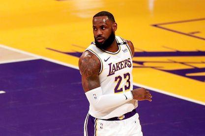 115-122. James vuelve con triunfo de los Lakers que buscan el sexto puesto