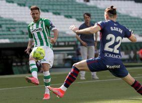1-0. El Huesca, pese a la derrota, sigue vivo y el Betis en la Liga Europa