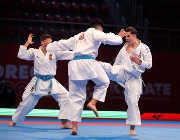 El equipo masculino de katas se cuelga la medalla de plata