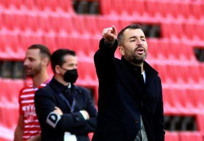 El técnico Diego Martínez deja el Granada