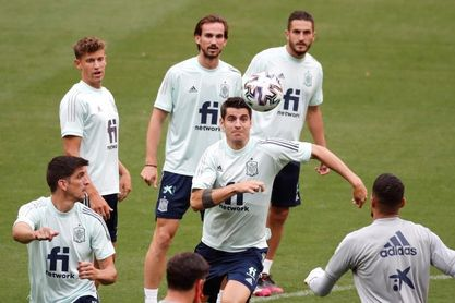 España cierra la preparación de su primer test con visita especial