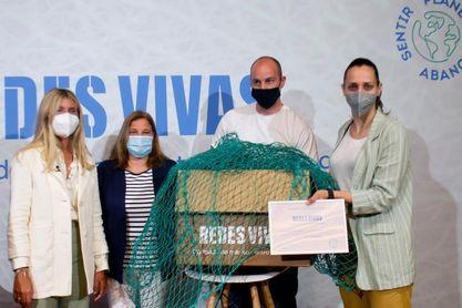 Redes Vivas recupera redes de pesca del océano para convertirlas en porterías
