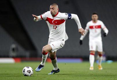 """Burak Yilmaz: El """"abuelo"""" que conquistó la liga francesa y abandera Turquía"""