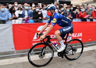 Ghys gana la primera etapa, pero Evenepoel es el primer líder
