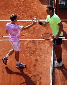 Nadal se deja un set ante Schwartzman, pero jugará sus decimocuartas semifinales en París