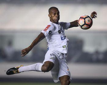 El colombiano Copete se despide del Santos como su máximo goleador extranjero