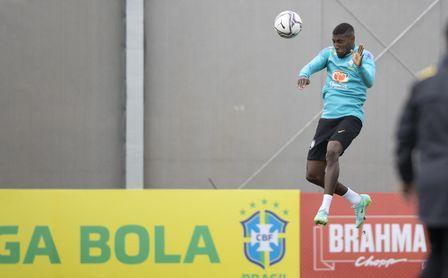 Con Barça y Betis pendientes de su futuro, Emerson ya ha tomado una decisión