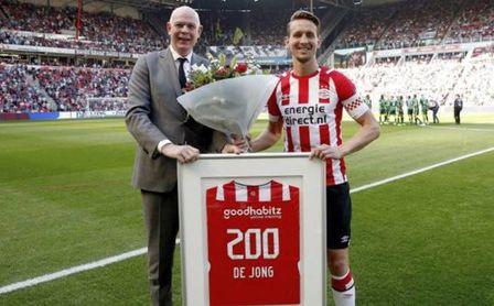 El Besiktas hace que el PSV se lance a por De Jong: ya hay una primera oferta al delantero del Sevilla