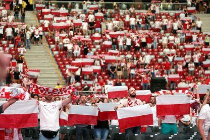 Polonia recibida con emoción por una afición que mantiene la esperanza