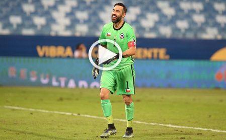 El salvador paradón de Bravo para evitar una derrota en un partido que Chile mereció ganar a Uruguay
