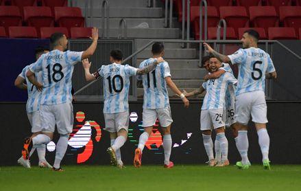 1-0. Argentina vence ante Paraguay, con golazo del Papu y otro buen partido de Guido, y se mantiene líder