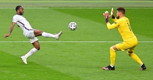0-1. Inglaterra lidera con lo justo