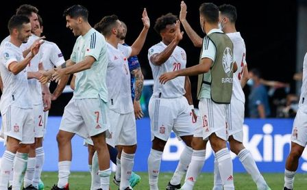 Eslovaquia 0-5 España. España resurge, Croacia espera
