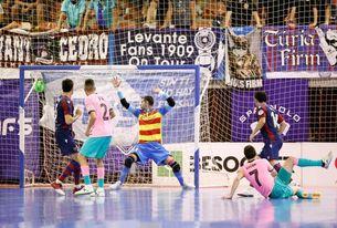 3-4. El Barça fuerza el tercer partido en un final trepidante