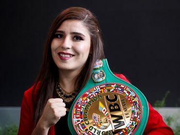 La mexicana Yamileth Mercado retiene el título mundial supergallo del CMB