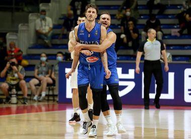 Italia obra el milagro, elimina a Serbia y regresa a los Juegos