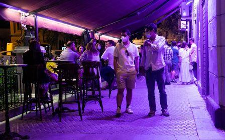Andalucía frena su desescalada: permitirá las terrazas hasta la 1 pero pedir sólo hasta las 12