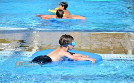 Intensivos de natación en el CDU Los Bermejales.