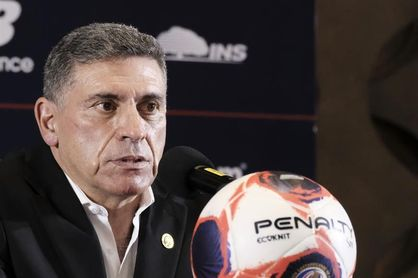 El seleccionador de Costa Rica alaba talento y la disposición anímica de su equipo