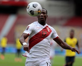 Advíncula viaja a Buenos Aires para cerrar su traspaso a Boca Juniors