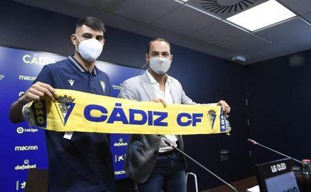 """Arzamendia, en su presentación, compara la """"intensidad"""" en el Cádiz CF con la de Paraguay"""