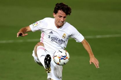 Álvaro Odriozola, tercer positivo por covid-19 en el Real Madrid en ocho días