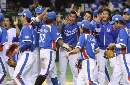 4-3. Corea vence a Dominicana y sigue camino de las medallas en béisbol