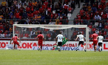 Toluca vence a Tigres con goles del argentino Canelo y el paraguayo Samudio