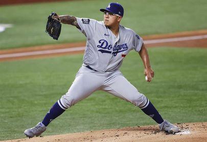 El mexicano Julio Urías abre el camino de los Dodgers, que barren por 13-0