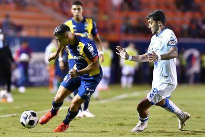 El uruguayo Sosa rescata empate para Querétaro en casa del San Luis