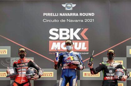 El turco Razgatlioglu gana la carrera 2 en Navarra y alcanza al líder Rea