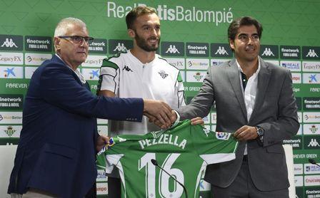 """Un Pezzella """"más maduro y experimentado"""" vuelve al Betis con el '16' de Loren y ganas de """"jugar ya"""""""