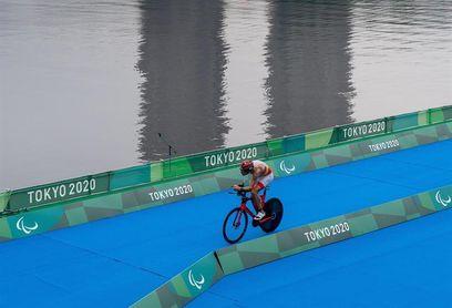 Alejandro Sánchez Palomero resiste al calor para llevarse el bronce