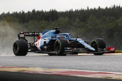 Verstappen anuncia contraataque en el diluvio que reivindica a Russell