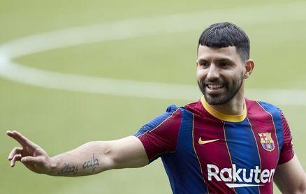Busquets y Alba se rebajan el sueldo y el Barcelona inscribe a Agüero