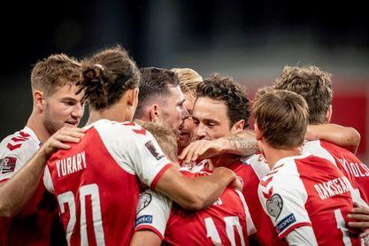 2-0. Dinamarca no se baja de la ola