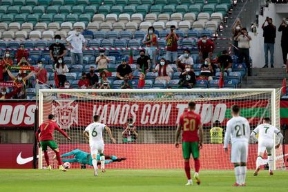 2-1. Un Cristiano de récord salva a Portugal