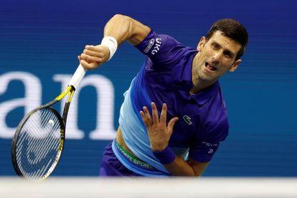 Djokovic comienza con trabajo extra; Zverev y Barty ganan sin concesiones