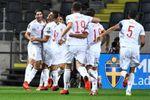 España cae 28 años después en un partido de clasificación mundialista (2-1)