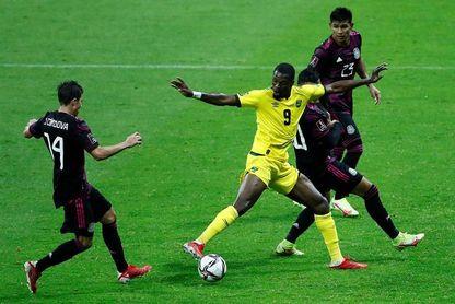 2-1. México vence a Jamaica con apuros y toma el liderato de la eliminatoria